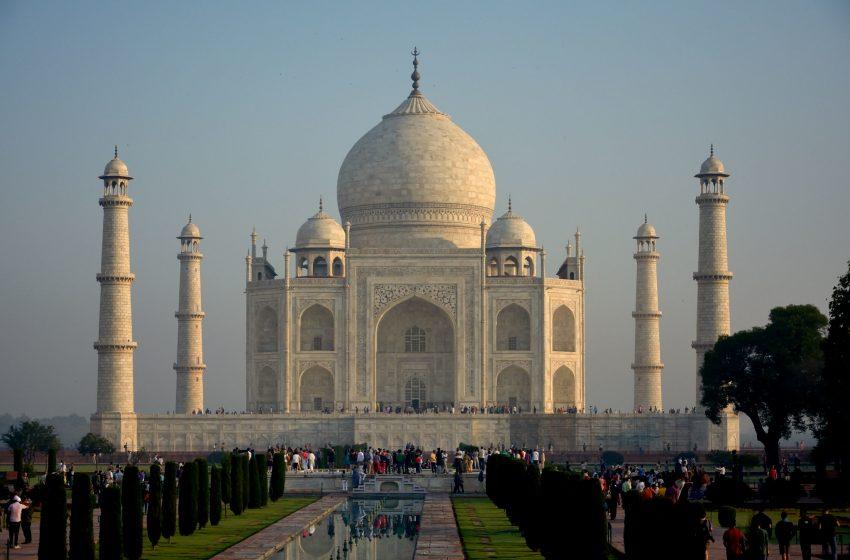 Taj Mahal di Giorno