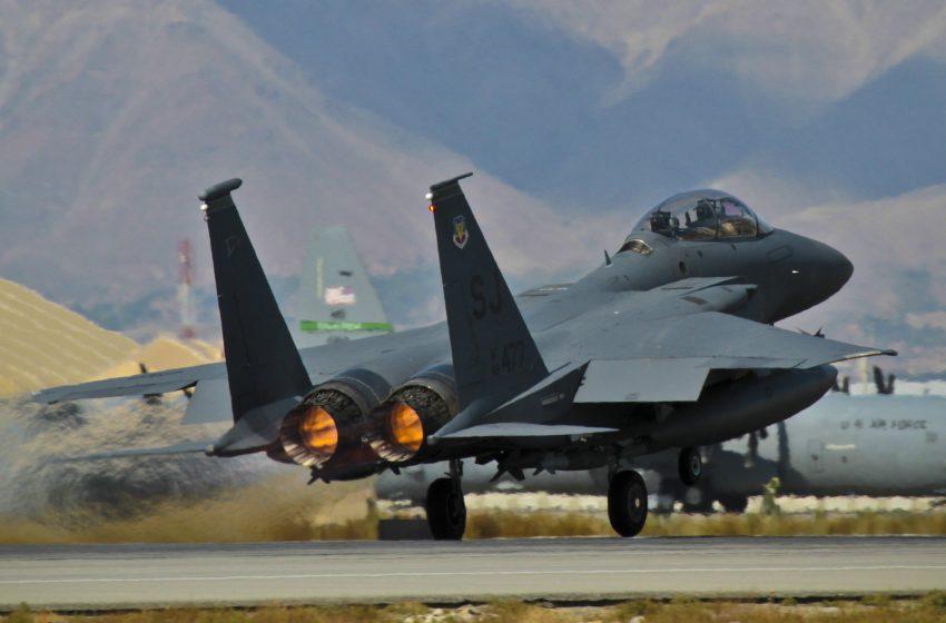 Aerei Militare F15 in Decollo