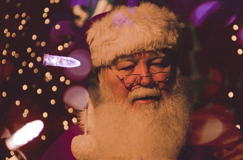 Babbo Natale che Legge le Lettere