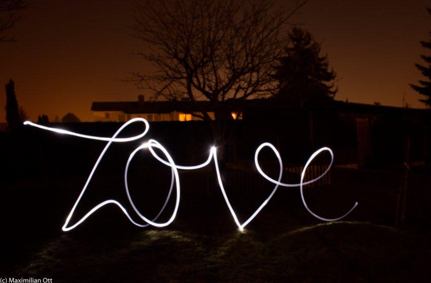 Scritta Love in Light Painting
