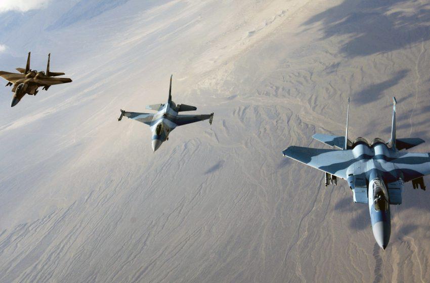 Aerei Militare F15 in Volo