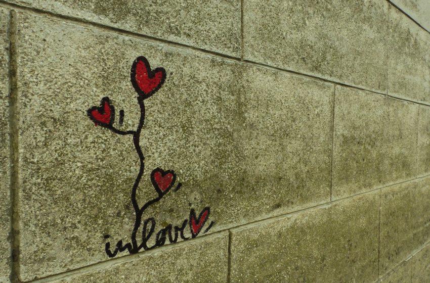 Disegno di Cuori su un Muro