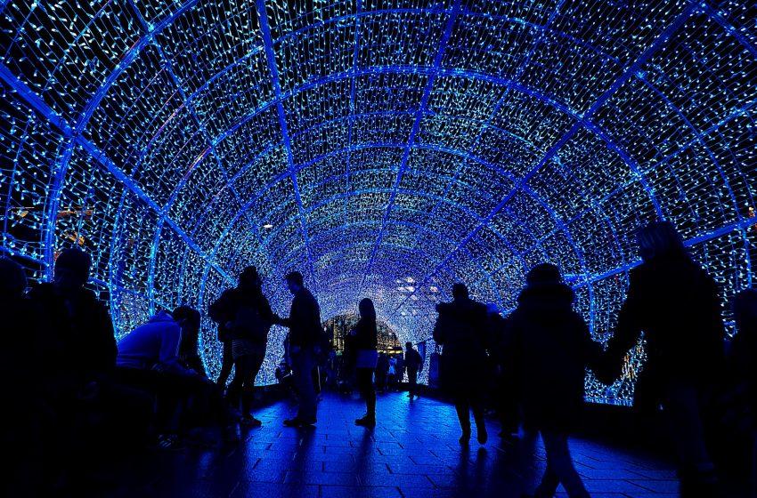 Tunnel fatto da Luci di Natale