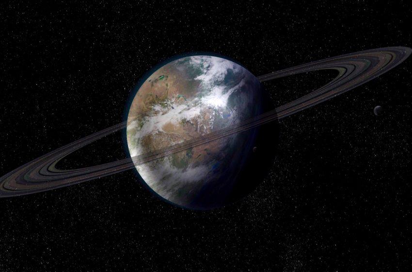 Saturno Visto dallo Spazio