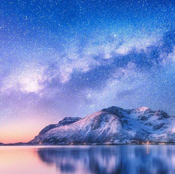 Lago con Cielo Stellato