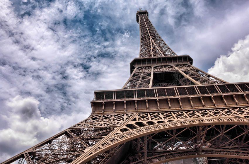 Torre Eiffel dal basso