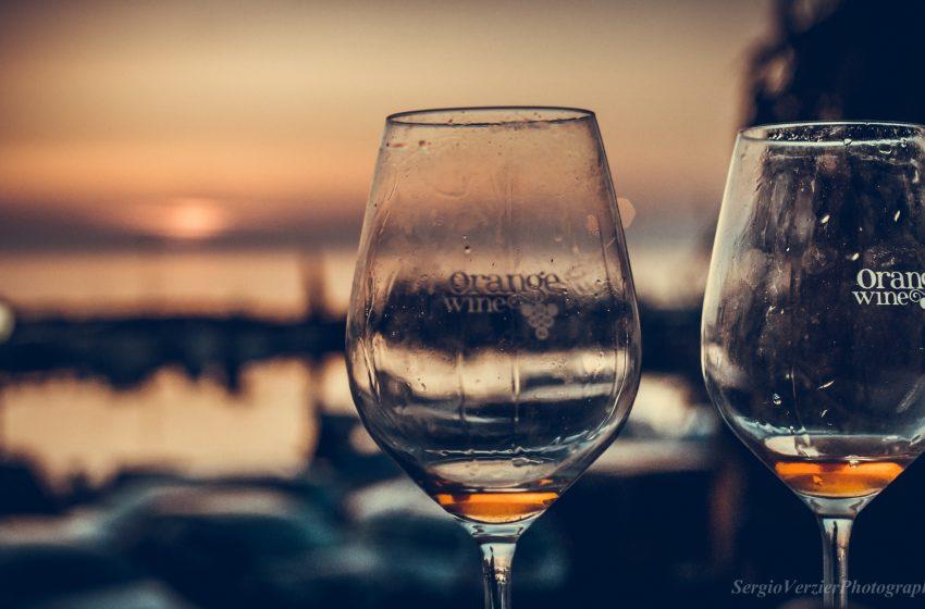 Calici di Vino al Tramonto