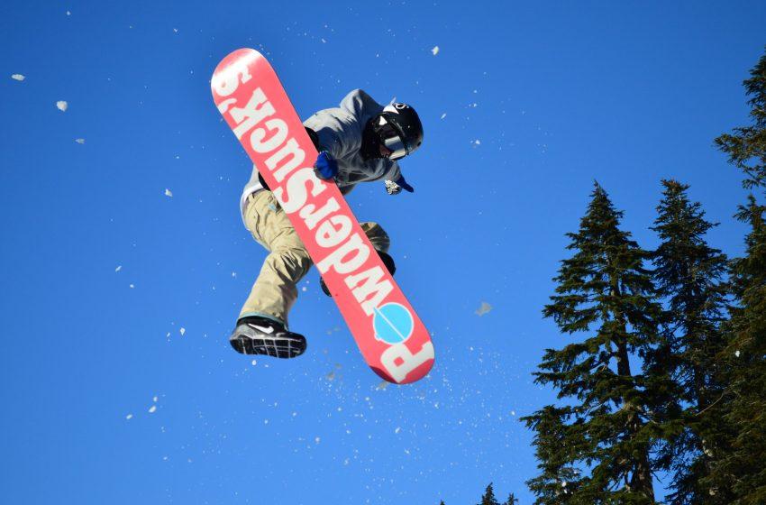 Salto con Snowboard di Giorno